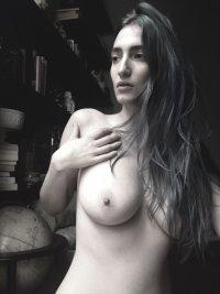 Liz Harvey Nude